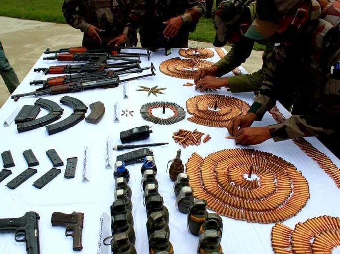 Jammu and Kashmir Pakistan Five AK-47s, six pistols, 21 hand grenades, 1254 cartridges recovered from LOC | LOC सेपांच एके-47, छह पिस्टल, 21 हैंड ग्रेनेड, 1254 कारतूस बरामद,सेना ने सेटेलाइट के जरिए ली गई तस्वीरों को सार्वजनिक किया