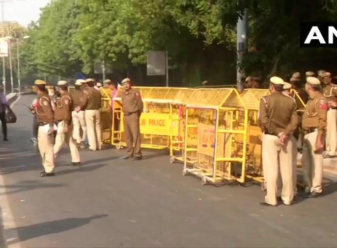 Delhi: Section 144 has been imposed near the Parliament ahead of the protest march by Jawaharlal Nehru University Students' Union   फीस वृद्धि के विरोध में जेएनयू छात्रसंघ का संसद मार्च, धारा 144 लागू, जगह-जगह पुलिस बल तैनात