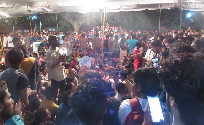 Delhi: JNU admn moves Delhi High Court, seeking contempt action against Delhi police, several JNU students   जेएनयू एडमिन छात्रों के खिलाफ पहुंचा दिल्ली हाई कोर्ट, कार्रवाई की मांग