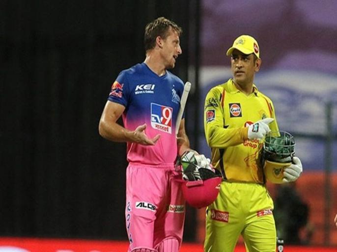MS Dhoni gifts his jersey to Jos Buttler after CSK vs RR game | IPL 2020: जीत से भी ज्यादा धोनी से मिले इस खास तोहफे की वजह से खुश थे जोस बटलर, चेहरे पर बिखरी मुस्कान