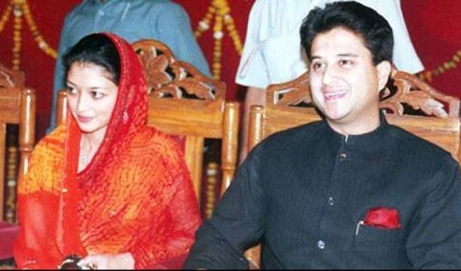 Ls polls 2019: Congress leaders propose Jyotiraditya Scindia's wife's name for Gwalior seat | कांग्रेस ज्योतिरादित्य सिंधिया की पत्नी को ग्वालियर से दे सकती है टिकट, BJP सिंधिया की बुआ या मामी पर लगाएगी दाव