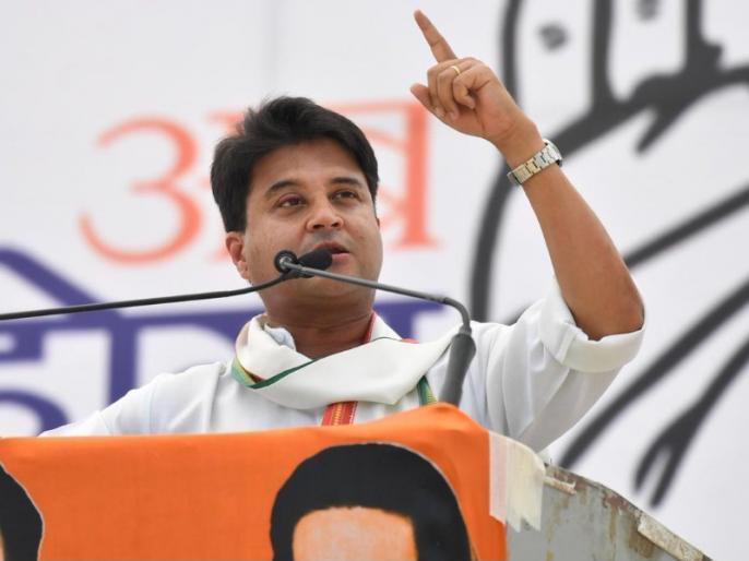 jyotiraditya scindia attacks on BJP over Madhya pradesh government falling fear | कर्नाटक में सियासी संकट के बीच सिंधिया ने कहा- MP सरकार गिराने का BJP का सपना, मुंगेरीलाल के हसीन सपने जैसा