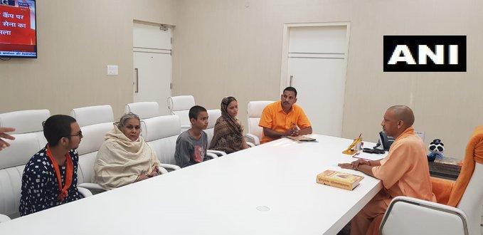 Kamlesh Tiwari murdercase: Kamlesh's mother expressed dissatisfaction after meeting CM Yogi, said - If justice is not found, Talwar will raise | कमलेश तिवारी हत्याकांड: CM योगी से मुलाकात के बाद कमलेश की मां ने जताया असंतोष, कहा- नहीं मिला इंसाफ तो उठाएंगे तलवार