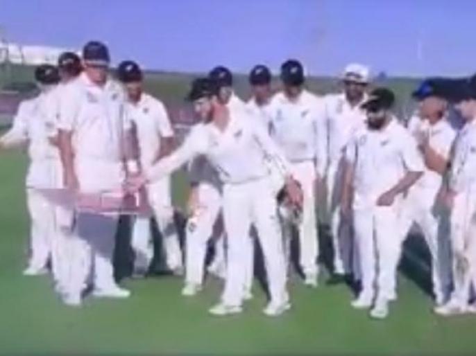 PAK vs NZ: Kane Williamson involved in bizarre incident in 3rd test match presentation ceremony, Watch Video | PAK vs NZ: केन विलियम्सन ने पाकिस्तान पर जीत के बाद खुद ही ले ली ट्रॉफी, फेंक दिया चेक, वीडियो वायरल