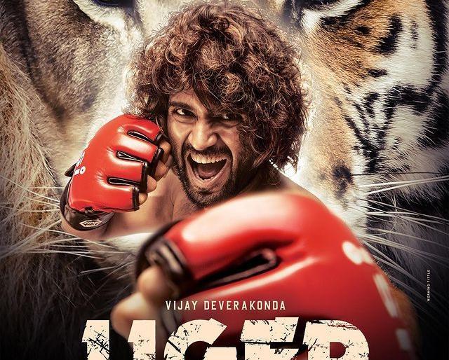 karan joharliger movie poster vijay devrakonda ananya pandayhindi debutstarring | करण जौहर ने किया ऐलान,विजय देवरकोंडा और अनन्या पांडे के साथ बनाएंगे एक्शन फिल्म'लाइगर'