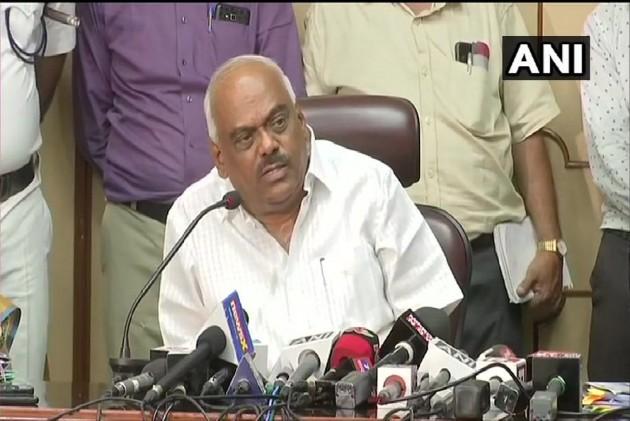 MLAs to accept resignation at one time, Bihar assembly speaker appeals to Karnataka speaker | विधायकों का इस्तीफा एक बार में स्वीकार करें, बिहार विधानसभा अध्यक्ष ने कर्नाटक के स्पीकर से की अपील
