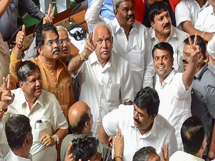 karnataka political crisis live updates Supreme Court to hear on July 23 plea of 2 independent Karnataka MLAs for immediate floor test | कर्नाटक में कुमारस्वामी की सरकार का अंत: सरकार गठन में जुटी बीजेपी, कल होगी विधायक दल की बैठक
