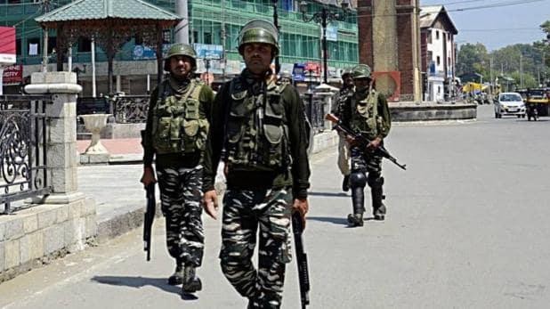 3 Lashkarite terrorists caught in Jammu and Kashmir, huge amount of arms and cash also recovered | जम्मू कश्मीर में पकड़े गए लश्कर के 3 आतंकी, भारी मात्रा में हथियार व नकदी भी बरामद