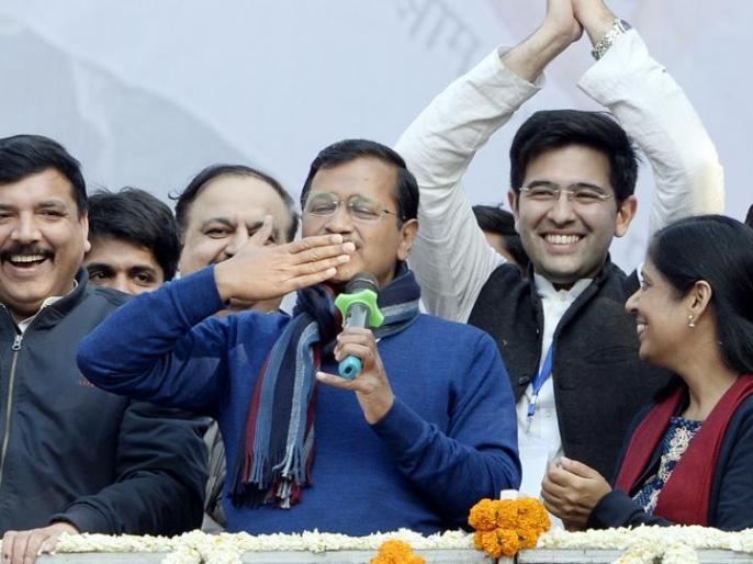 Arvind Kejriwal to take oath as Delhi CM at Ramlila Maidan on Feb 16 at ramlila maidan | केजरीवाल ने रामलीला मैदान में दिल्लीवासियों को बुलाया, यूजर्स बोले-राजतिलक की करो तैयारी, आ रहे हैं AAP के मफलरधारी