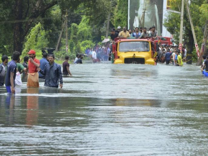 Kerala Floods 2018 Live News Updates in Hindi: Death tolls, PM Modi visit and rescue operations latest updates   Kerala Flood: केरल की त्रासदी में 357 लोगों की मौत, 11 जिलों में रेड अलर्ट जारी
