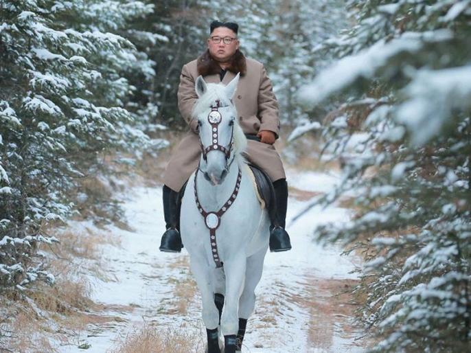 Kim Jong-un riding a white horse photos goes viral photos kept mean   किम जोंग की घुड़सवारी की तस्वीर जमकर हो रही है वायरल, लेकिन लोगों को सताने लगा है ये डर