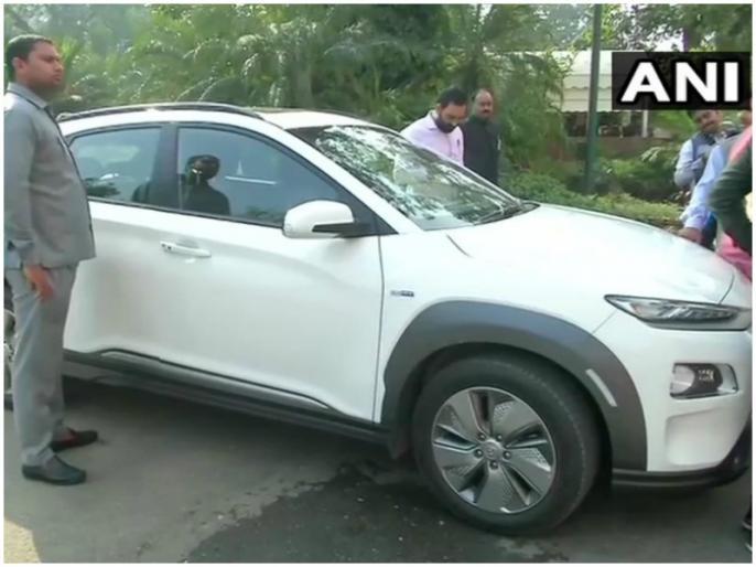 Parliament Session Union Minister Prakash Javadekar Arrives in Hyundai Kona Electric SUV | केंद्रीय मंत्री प्रकाश जावडे़कर के चलते एक बार फिर चर्चा में आई ये कार, जानें डिटेल
