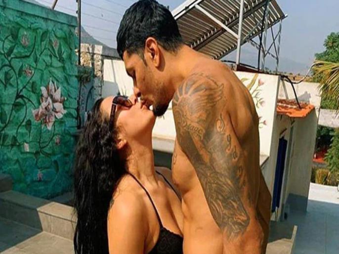 Krishna Shroff's boyfriend appreciation post for eban hyams comes with loved-up pics, tiger shroff, baaghi 3 | बॅायफ्रेंड संग रोमांटिक मूड में दिखीं कृष्णा श्रॉफ, इंस्टाग्राम पर शेयर की तस्वीरें, भाई टाइगर श्रॉफ ने उड़ाया 'मजाक'