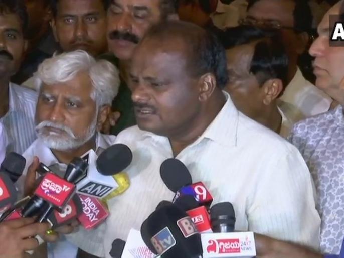 Karnataka Battle: Congress-JD(S) will shift MLA's to unknown place, alleges horse trading | आधी रात बेंगलुरु से रवाना हुए कांग्रेस-जेडी(एस) विधायक, 'हॉर्स ट्रेडिंग' से बचाने के लिए लगाई ये तिकड़म!