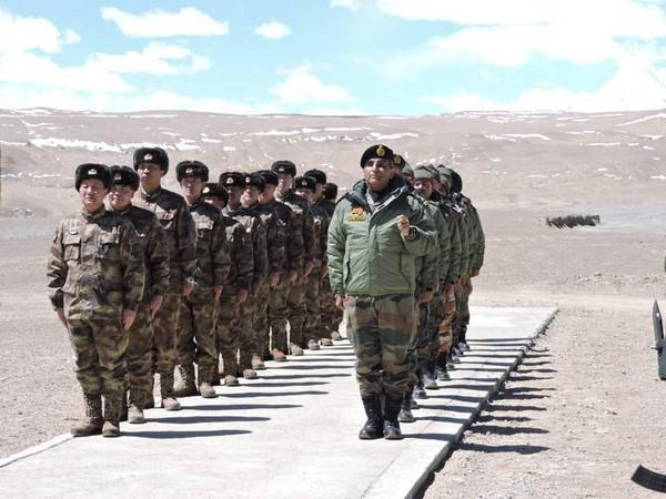 Jammu and Kashmirladakh lac Chinese troops did not move despite agreementIndian soldiers captured many peaks | चीनी फौज समझौते के बावजूद लद्दाख सेनहीं हटी, कई चोटियों परभारतीय जवानों ने किया कब्जा