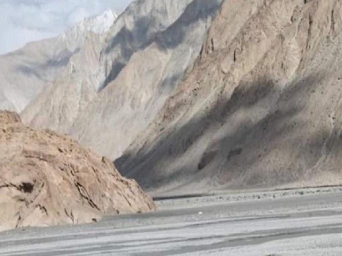 Indian Army is preparing to maintain the current level of deployment in eastern Ladakh in winter.   पूर्वी लद्दाख में LAC पर माइनस 50 डिग्री में तैनात रहेंगे भारतीय जवान, सेना ने शुरू की सर्दी की तैयारी