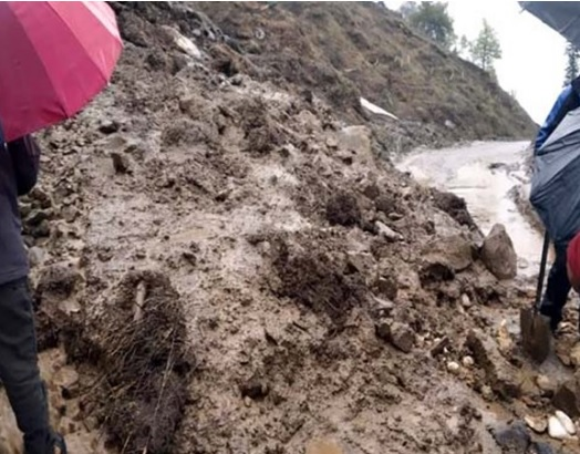 Sikkim cut off from other parts of the country due to landslides in several places, NH-31A closed | कई जगहों पर भूस्खलन से सिक्किम देश के अन्य हिस्सों से कटा, एनएच-31 ए हुआ बंद