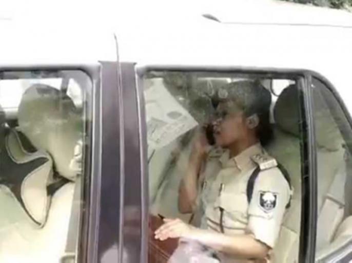 ASP Lipi Singh arrives to pick Anant Singh by Legislative council car & MP sticker on it in controversy | विधान परिषद की गाड़ी, सांसद का स्टीकर, अनंत सिंह को लेने पहुंची एएसपी लिपि सिंह फंसी विवादों में