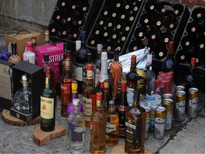 People's eyesight narrowly affected in poisonous liquor tragedy in Punjab | पंजाब में जहरीली शराब पीने से अब तक 98 लोगों की मौत, त्रासदी में बाल-बाल बचे लोगों की आंखों की रोशनी हुई प्रभावित
