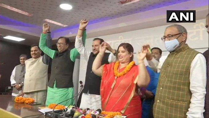 Bihar ljpMLC Nutan Singh joins BJP chirag paswanSanjay JaiswalNeeraj Kumar Singh in Patna | सहयोगी दललोजपा को भाजपा ने दिया झटका, विधान पार्षदनूतन सिंह बीजेपी में शामिल,चिराग पासवान पर हमला