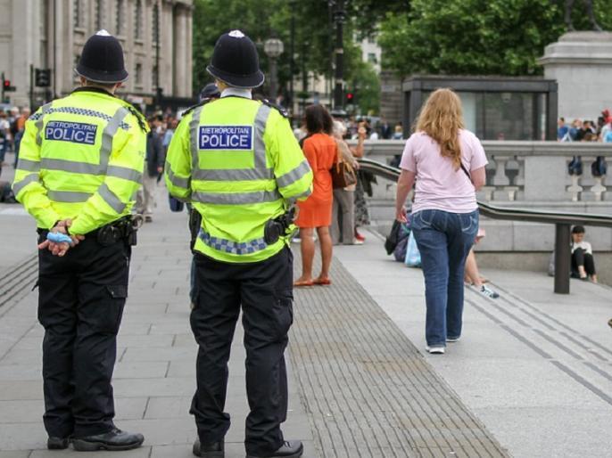In Birmingham, the police described the incidents of stabbing as a major incident. | बर्मिंघम में चाकूबाजी की वारदातों को पुलिस ने बताया बड़ी घटना