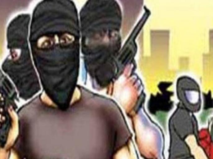 BiharVaishaliHDFC Bank Robbery ran away 1-19 crores walking filling sack runbike police | एचडीएफसी बैंक से दिनदहाडे़ लूट, 1.19 करोड़ लेकर भागे,बोरे में भरकर आराम से चलते बने, बाइक से फरार