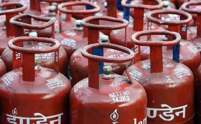 Non-Subsidised LPG Price Hiked Marginally In Metros | आज से बढ़ गए गैस सिलेंडर के दाम, जानिए दिल्ली-मुंबई सहित महानगरों का नया रेट