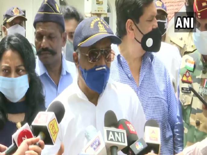 Maharashtra I am with BJP RSS now says Madan Sharma, retired Navy officer after meeting Governor   महाराष्ट्र: रिटायर्ड नेवी अफसर मदन शर्मा ने कहा- 'हां मैं अब BJP-RSS के साथ', राज्यपाल कोश्यारी से की मुलाकात