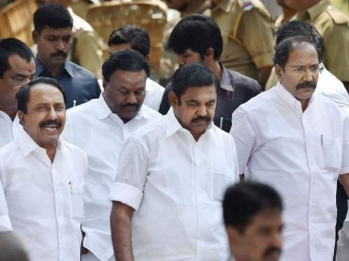 Split verdict as Chief Justice of Madras High Court upholds disqualification of 18 MLAs who were disqualified by the Assembly | AIADMK के 18 विधायकों की बर्खास्तगी पर दो जजों में नहीं बन सकी एक राय, अब हाई कोर्ट की बड़ी पीठ करेगी सुनवाई