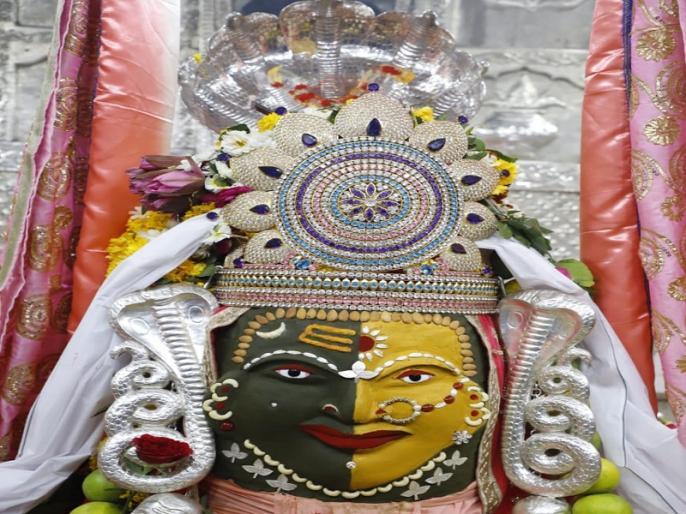Shiva Navaratri Festival: Mahakala wearing Sheshnag in the form of Ardhanarisvara, appeared to devotees | शिव नवरात्रि महोत्सव: महाकाल ने अर्द्धनारीश्वर स्वरूप में शेषनाग धारण कर भक्तों को दिए दर्शन