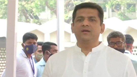 Maharashtra Minister Aslam Sheikh Celebrity cricketers recruited large private hospitalsMumbai surrounded by beds | महाराष्ट्र के मंत्री असलम शेख ने कहा-मुंबई के बड़े निजी अस्पतालों के बिस्तर सेलिब्रिटीज और क्रिकेट खिलाड़ी ने घेर रखे