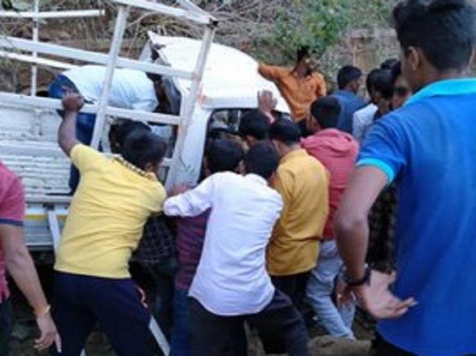 Maharashtra: SUV falls from bridge in Yavatmal, seven dead, 12 injured   महाराष्ट्र के यवतमाल में एसयूवी पुल से नीचे गिरी, 7 लोगों की मौत, 12 घायल, यूपी के आजमगढ़ में सड़क हादसे में गई 3 लोगों की जान