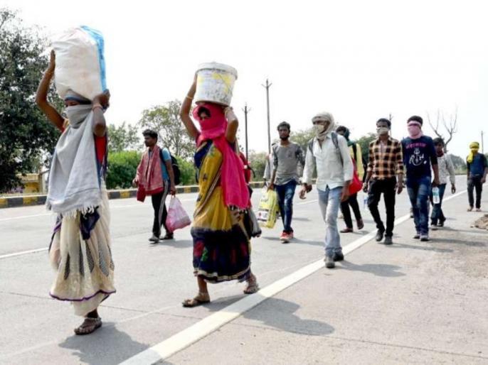 in Tamil Nadu during coronavirus lockdown Migrant laborers migrate village going home to   लॉकडाउन के दौरान तमिलनाडु में घर जाने की उम्मीद में पैदल की गांव को निकले प्रवासी मजदूर