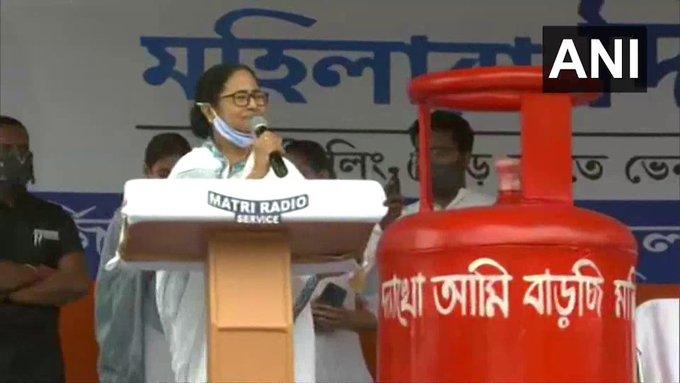 assembly election Siliguri TMC chief Mamata Banerjee pm narendra modi amit Shah's syndicateWest Bengal | सीएम ममता ने किया पलटवार, कहा- पीएम मोदी और अमित शाह सबसे बड़ेसिंडिकेट,झूठ का सहारा ले रहे हैं...
