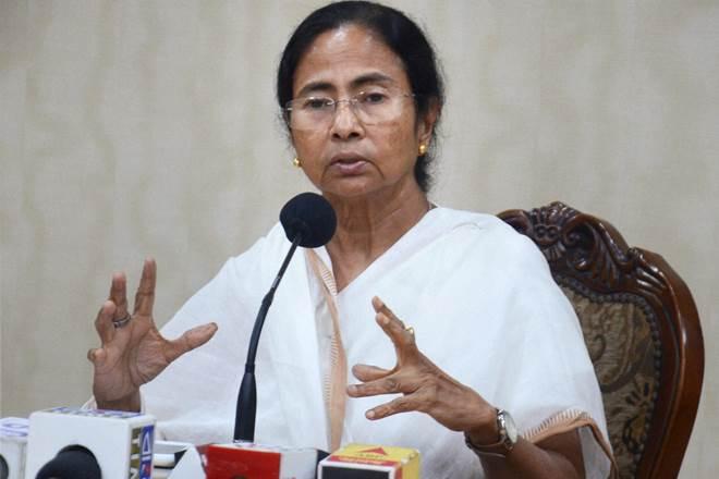 West Bengal Violence Mamata Banerjee in action after PM Modi phone to Governor Jagdeep Dhankhar   पीएम मोदी के राज्यपाल जगदीप धनखड़ को फोन लगाने के बाद बंगाल में एक्शन में ममता बनर्जी! हिंसा खत्म कराने की कवायद