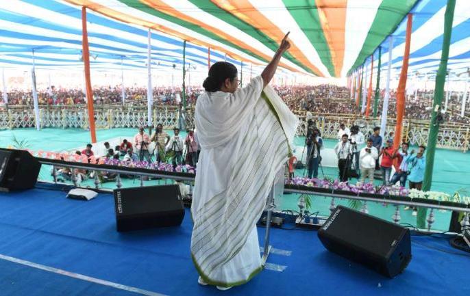 Mamata Banerjee on BJP if you are in West Bengal you have to speak Bangla | ममता बनर्जी का बीजेपी पर निशाना, 'पश्चिम बंगाल में आना है तो हिंदी नहीं बांग्ला बोलना जरूरी'