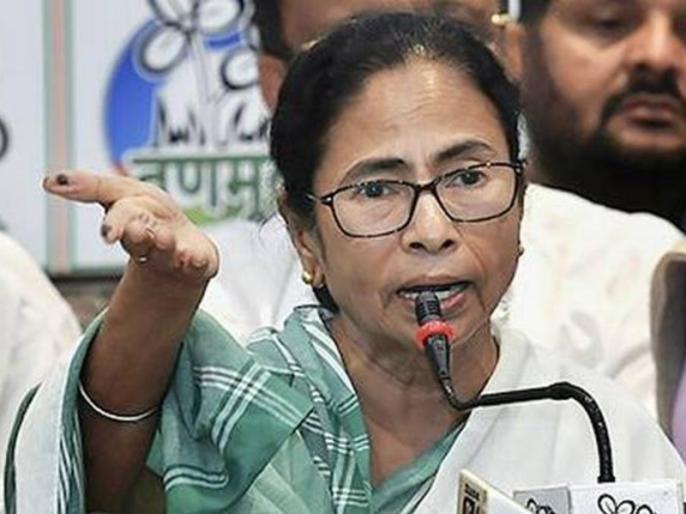 West Bengal clash Mamata Banerjee says Amit Shah threatened EC Commission under the BJP | हिंसा पर ममता बनर्जी ने कहा- पश्चिम बंगाल को बिहार-त्रिपुरा ना समझें, चुनाव आयोग बीजेपी के दबाव में