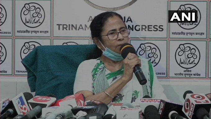 West Bengal CM Mamata Banerjee attack pm narendra modi amit shahcannot misuse his powers for elections | पश्चिम बंगाल विधानसभा चुनावः सीएम ममता ने कहा-मैं बंगाल की बेटी, भाजपा से बेहतर राज्य को जानती हूं, आठ चरणों के बावजूद जीतेंगे