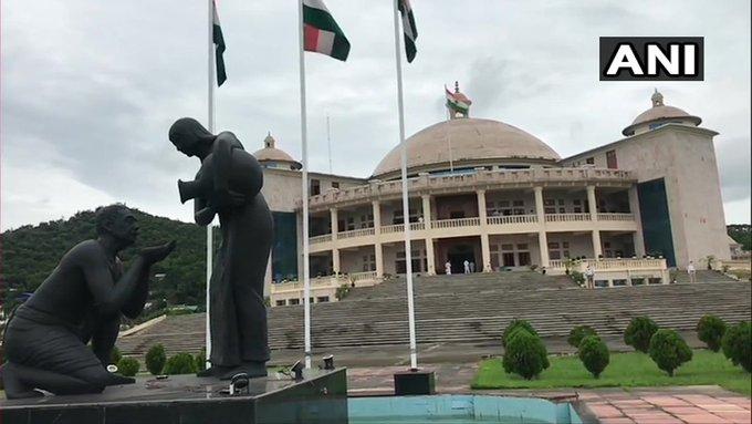 Manipur Legislative Assembly BJP government wins trust vote 28 against 16 thrown chairs protest against speaker   मणिपुर विधानसभाःभाजपा सरकार ने विश्वास मत जीता,16 के मुकाबले 28 वोट मिले,फेकी गईं कुर्सियां,स्पीकर के खिलाफ प्रदर्शन