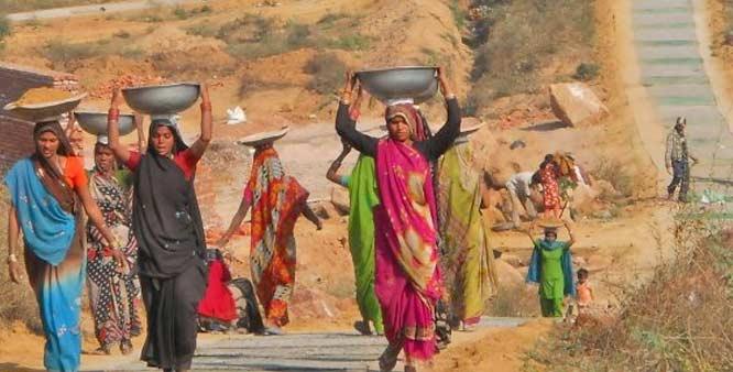 Amid Corona lockdown, number of people seeking work in MNREGA increased by 20 times   MGNREGA: उम्र में संशोधन चाहते हैं कई राज्य, मनरेगा के तहत काम मांगने वालों की संख्या भी 20 गुना बढ़ी