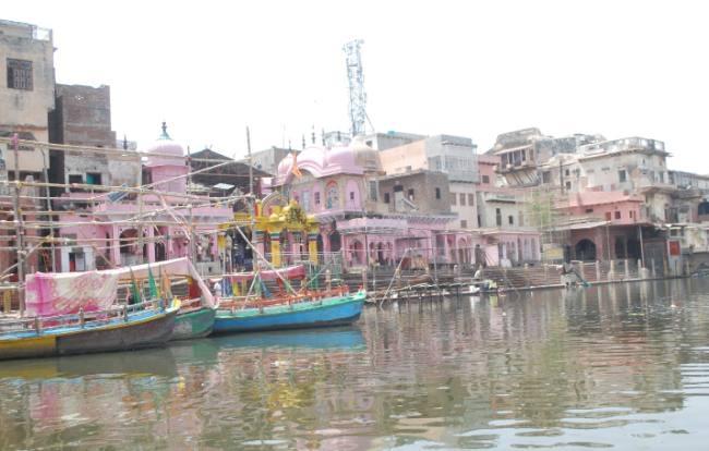 3 big Hindu saints refused to participate in the royal bath during the Vrindavan Kumbh in Mathura, know what is the reason | मथुरा में वृंदावन कुंभ के दौरान 3 बड़े हिंदू संतों ने शाही स्नान में भाग लेने से किया इनकार, जानें क्या है वजह