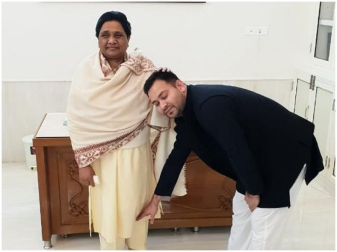 Tejashwi Yadav blessed by touching Mayawati's feet, Congratulations to Akhilesh for SP-BSP Alliance | तेजस्वी यादव ने मायावती के पैर छूकर लिया आशीर्वाद, अखिलेश को दी गठबंधन की बधाई