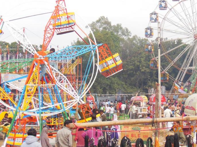 Lockdown: Ram Navami fair amid Corona epidemic, crowds of over 1000 people gathered   लॉकडाउन: कोरोना महामारी के बीच रामनवमी पर लगे मेले, 1000 से ज्यादा लोगों की जुटी भीड़
