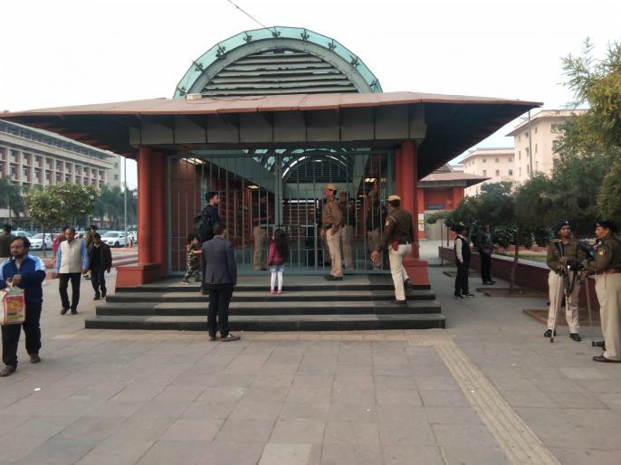 JNU Fee Hike: JNU Students Remove March, Passengers Entry-Exit at Three Metro Stations After Day-long Bandh | JNU फीस बढ़ोतरी: जेएनयू छात्रों ने निकाला मार्च, दिनभर बंद के बाद शुरू हुआ तीन मेट्रो स्टेशनों पर यात्रियों का प्रवेश-निकास