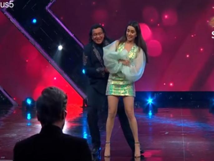 Mithun Chakraborty dance with shraddha kapoor on tumse milkar na jaane kyun video viral | धर्मेंद्र के सामने श्रद्धा कपूर संग 'तुमसे मिलकर ना जाने क्यों' गाने पर मिथुन चक्रवर्ती ने किया डांस, वीडियो वायरल
