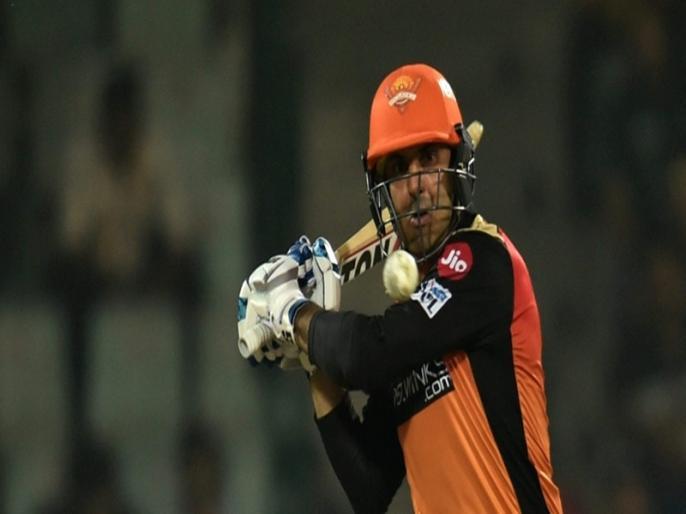 Hyderabad vs Kolkata 3rd Match Prasidh struck Nabi right on the neck | IPL 2021: मोहम्मद नबी को प्रसिद्ध कृष्णा ने मारी इतनी तेज गेंद कि रोकना पड़ गया खेल, फिर अगली ही गेंद पर बल्लेबाज ने इस तरह लिया बदला