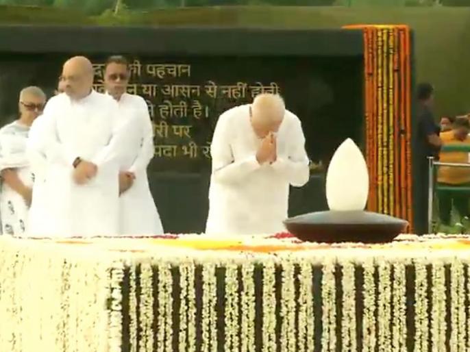 Atal Bihari Vajpayee first death anniversary pm modi amit shah Ram Nath Kovind pays tribute | पूर्व पीएम अटल बिहारी वाजपेयी की आज पहली पुण्यतिथी, राष्ट्रपति, पीएम मोदी व शाह सहित बीजेपी के कई नेता श्रद्धांजलि देने पहुंचे