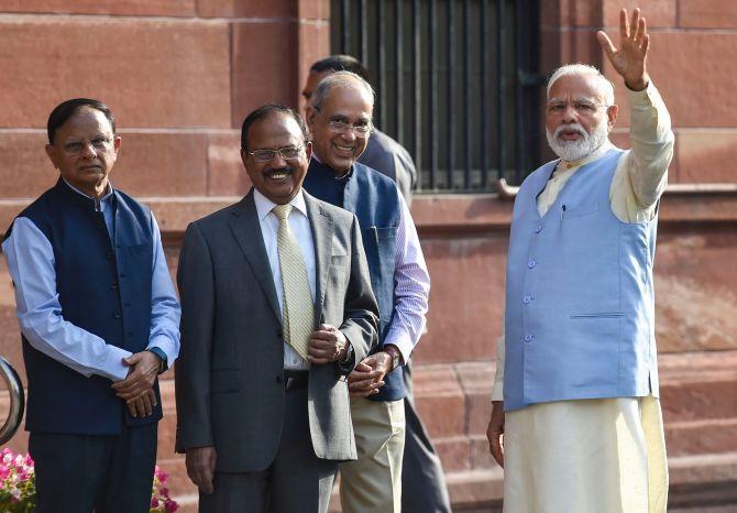 Why did Ajit Doval and Nripendra Mishra get Cabinet rank status? | अजीत डोभाल और नृपेंद्र मिश्रा को कैबिनेट मंत्री का दर्जा मिलने से पॉवर स्ट्रक्चर पर क्या असर पड़ेगा?