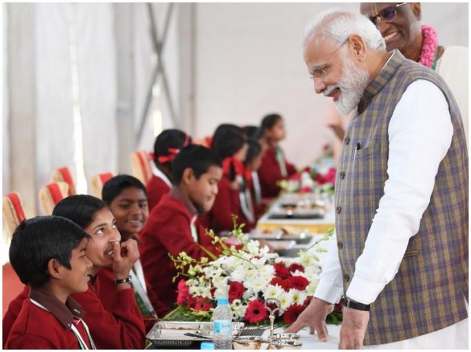Narendra Modi viral video with mathura mid day meal child girl | जब बच्ची ने पीएम मोदी को दिया ऐसा जवाब, नहीं रोक पाए लोग अपनी हंसी, वीडियो हुआ वायरल