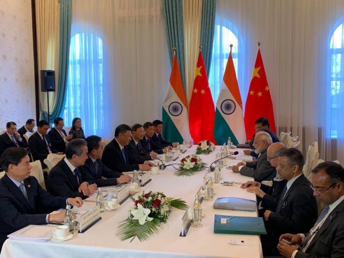 Prime Minister Narendra Modi meets President of China Xi Jinping on the sidelines of the SCO Summit.   SCO समिट: पीएम मोदी ने बिश्केक में चीनी राष्ट्रपति शी चिनफिंग से मुलाकात, कहा- साथ मिलकर काम करेगा भारत-चीन